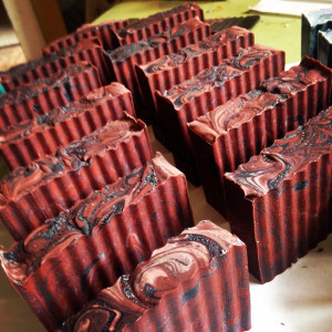 forrás: https://www.etsy.com/listing/175546493/indonesian-dragons-blood-activated?utm_source=Pinterest&utm_medium=PageTools&utm_campaign=Share